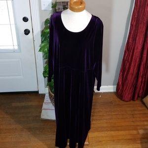 Avenue Velvet Dress Size 26/28